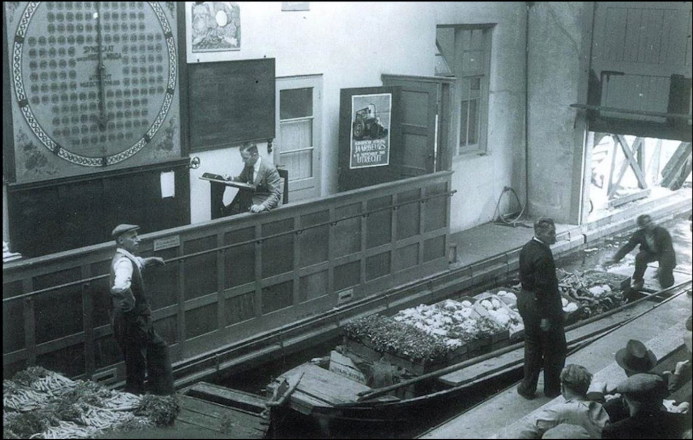 Dit is een afbeelding van hoe de groenten in die tijd de veiling binnen kwam.